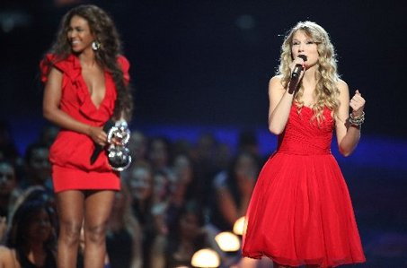 large_taylor-swift-neyonce-mtv-video-music-awards
