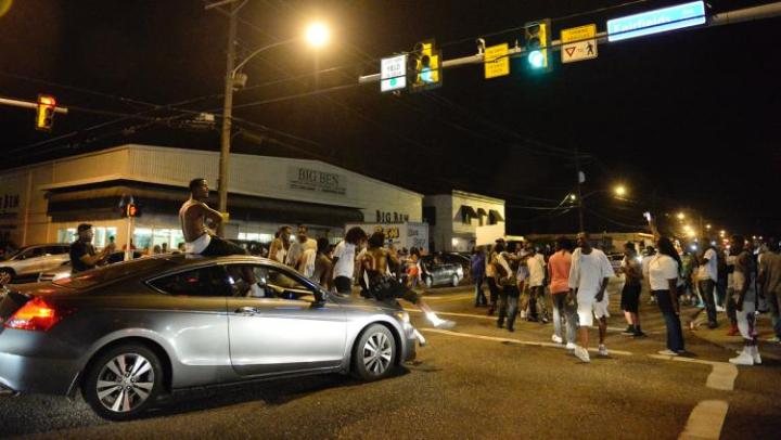 Protestors gather at the intersection of N. Foster and Fairfields after Sterling's death.